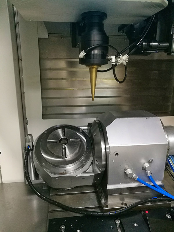 Eight-axis CNC machining centre
