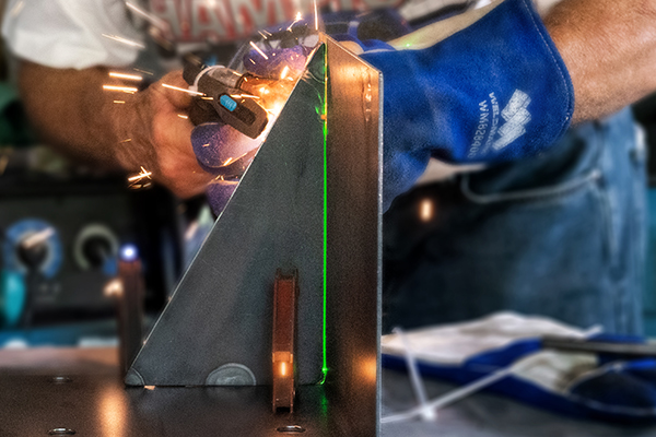 Faro TracerSI boosts laser-guided assembly